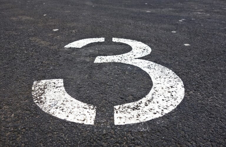 3 is the Magic Number / El 3 es el número mágico