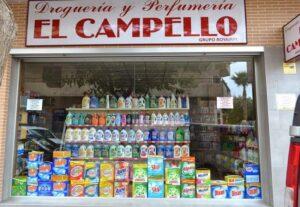 A Spanish droguería. Comprar líquidos para las lentillas, un enorme reto